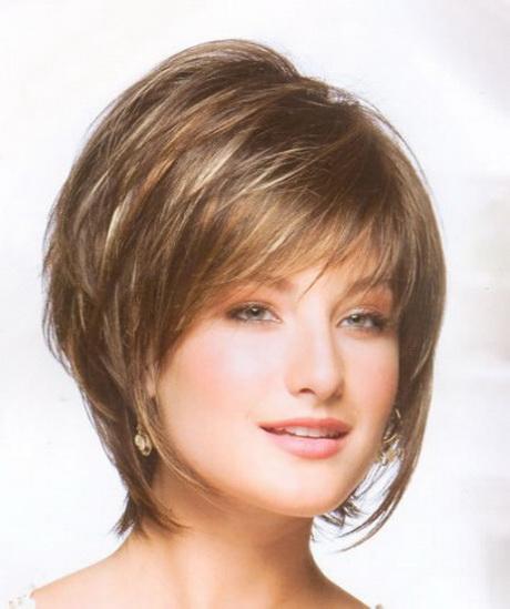 El pelo corto lacio es especialmente favorecedor para las que llevan ...
