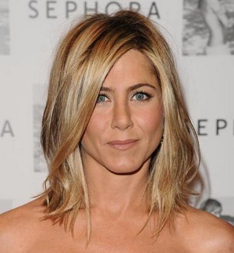 melena larga en capas se trata de un corte de pelo ideal para mujeres con la cara ms ovalada o alargada y dependiendo de las facciones hay que ir viendo u