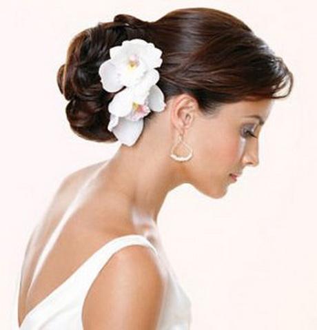 top los novias por lo general suelen utilizar peinados recogidos con media cola algunas echale un vistazo a estas fotos with peinados de moos - Peinados De Moos