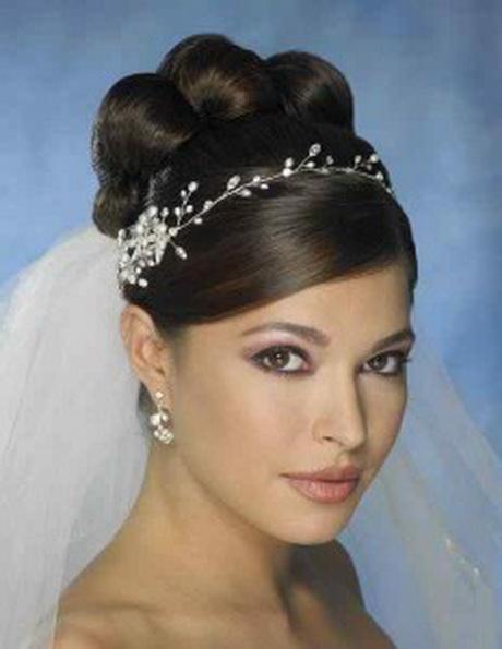 Peinados de novia elegantes for Tocados elegantes para bodas