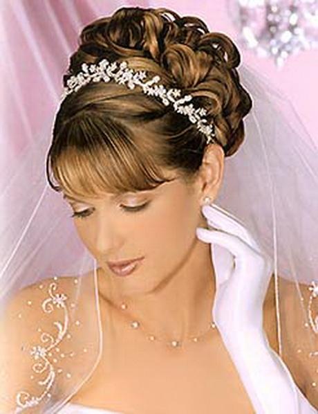 Прически на свадьбу с диадемой и с челкой