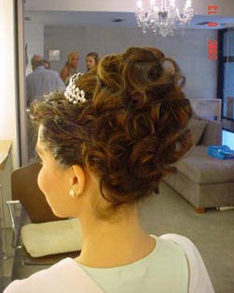 Peinados recogidos altos for Recogidos altos para novias