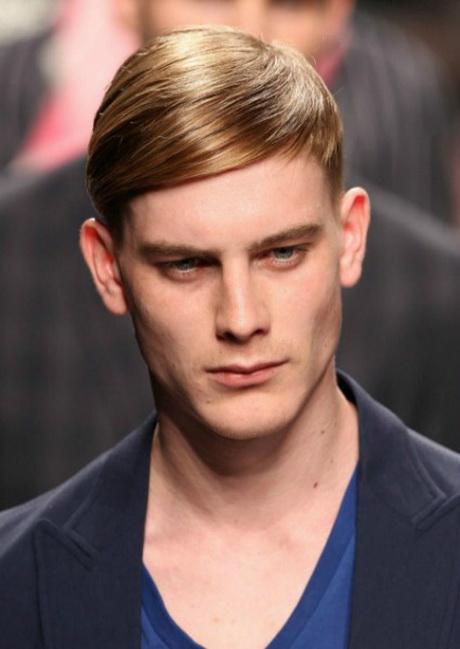 Peinados con flequillo para hombre for Peinado hacia atras hombre