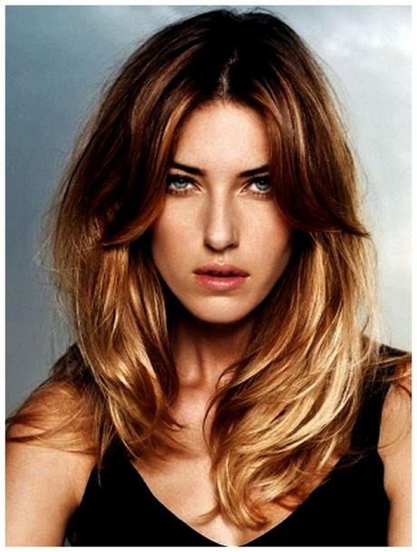 La caída de los cabello a las mujeres el picor de la cabeza