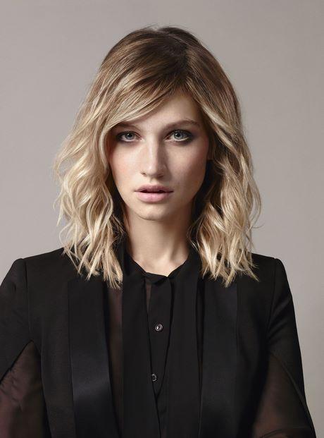 Diferentes versiones peinados media melena ondulada Colección de cortes de pelo estilo - Corte pelo media melena desfilada